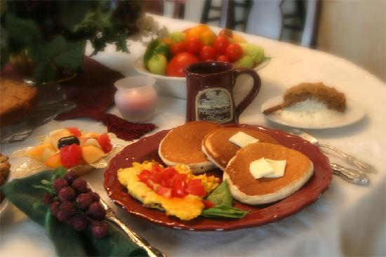 Prairieside Suites: Yummy home cooked breakfast