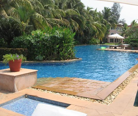 kenilworth swimming pool