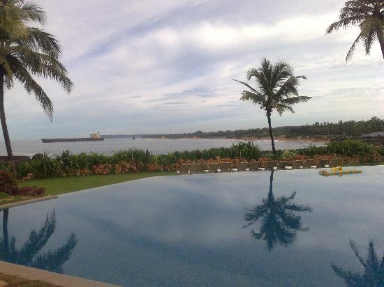 Taj Fort Aguada Resort & Spa, Goa : Pool view