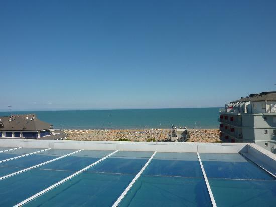 Florida Hotel: stradina che porta al mare