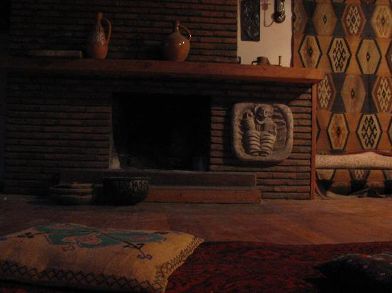 Why Not? Tbilisi Legend Hostel: Upstair fireplace - we watched a movie there, played some games...
