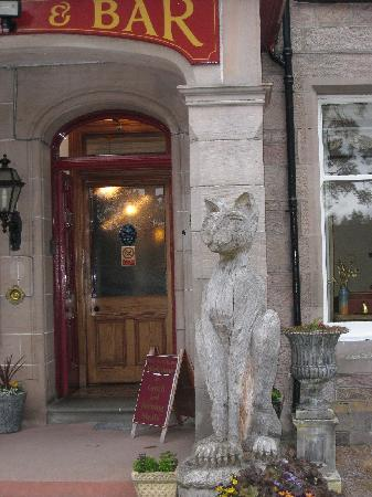 Dalrachney Lodge Hotel: Lots of carved animals in Carrbridge