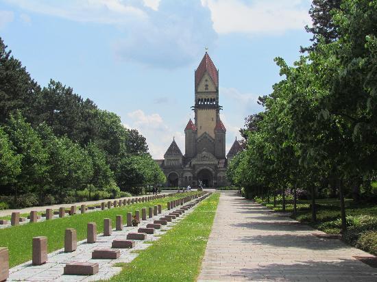 Leipzig, Deutschland: Hauptachse zum Krematorium
