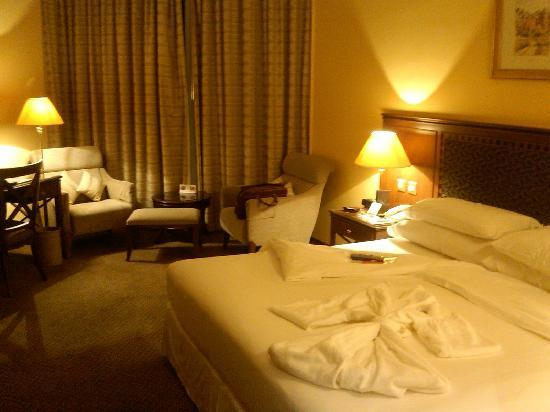 Sheraton Dammam Hotel & Convention Centre: Club room_1