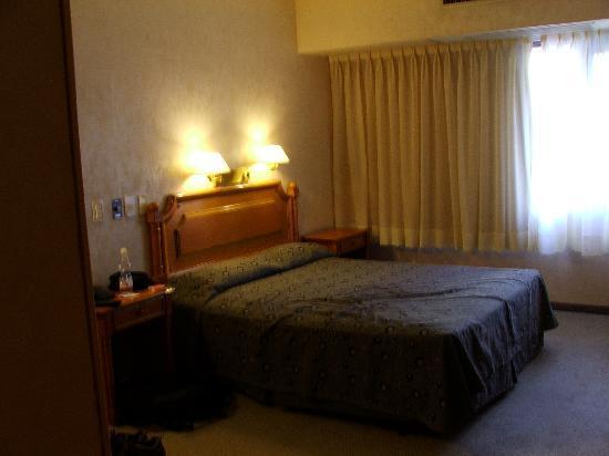 America Plaza Hotel: stanza