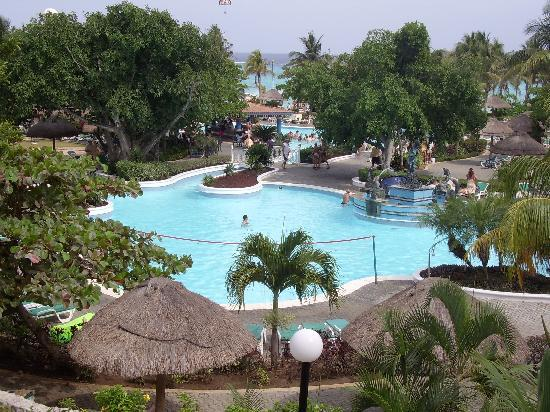 Hotel Riu Playacar: one of the pools