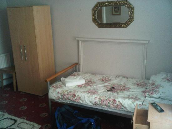 The White Swan Hotel : first view of bed, broken units and sticky carpet