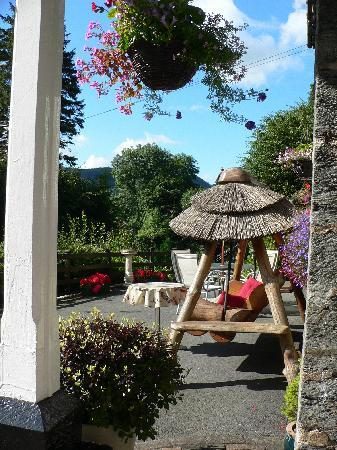 Glyntwrog House: Front terrace