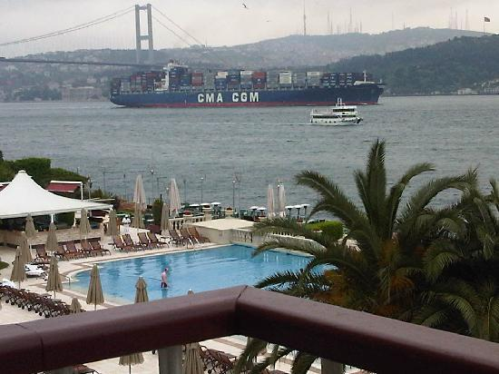 Ciragan Palace Kempinski Istanbul: view of Bosphorus from the balcony