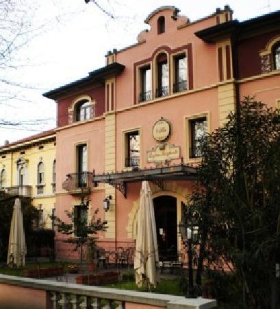 Rovigo, Italia: La facciata dell'hotel Villa Regina Margherita