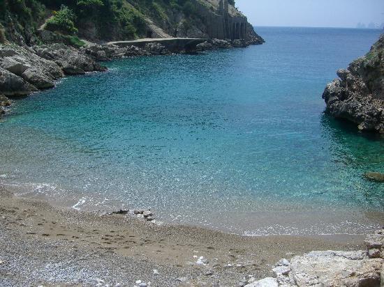 Nerano, Italien: a nearby beach