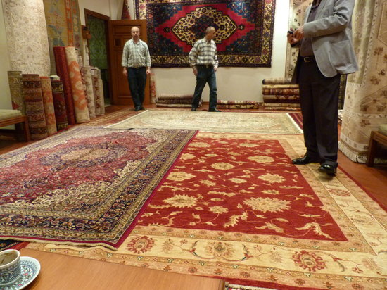 City of Sultans Day Tours: Carpet Demo