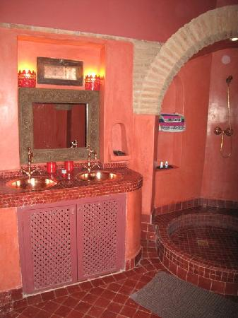 Riad Khabia: Scheherazastayed bathroom