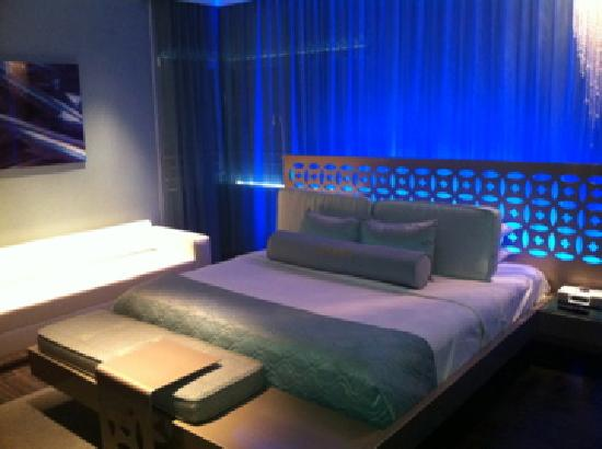 Dream South Beach: Jr King Ste 101 bed... AMAZING! I want one just like it. This is an ALL lights view.
