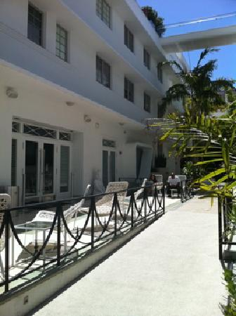 Dream South Beach : Sitting area outside the Dream