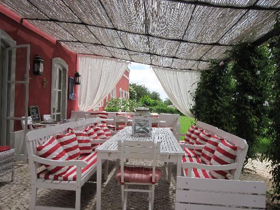 Quinta da Cebola Vermelha: Patio Frühstück+Abendessen