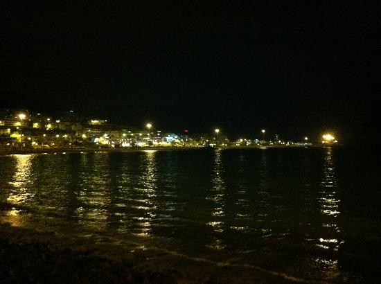 Playa de las Americas, Spania: Las vistas beach at night