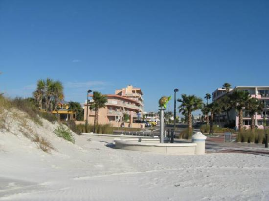 Beachwalk Inn: powder white sand