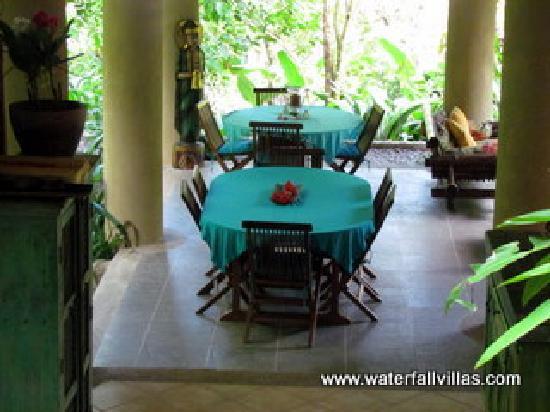 Waterfall Villas: Dinning area