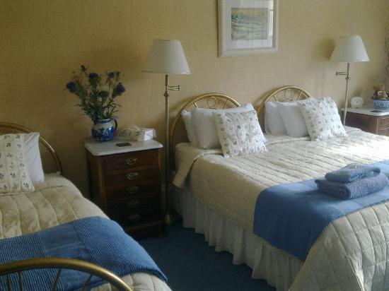 The Burnside Guest House: Family room