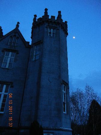 Kinnitty Castle Hotel: Kinnitty Castle At Night