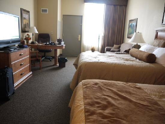 Sioux Falls ClubHouse Hotel & Suites: Our room