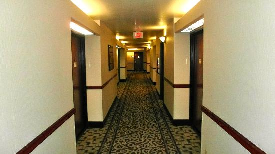 Best Western Plus Suites Hotel: Hall