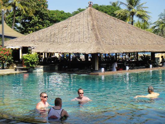 โรงแรมดิสคัฟเวอรี่ คาร์ติกา พลาซ่า: Pool