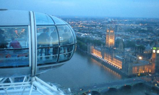 Premier Inn London County Hall Hotel: View from the Eye across the Thames