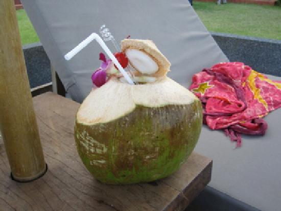 Hansar Samui Resort: Coco Mango Drink Poolside