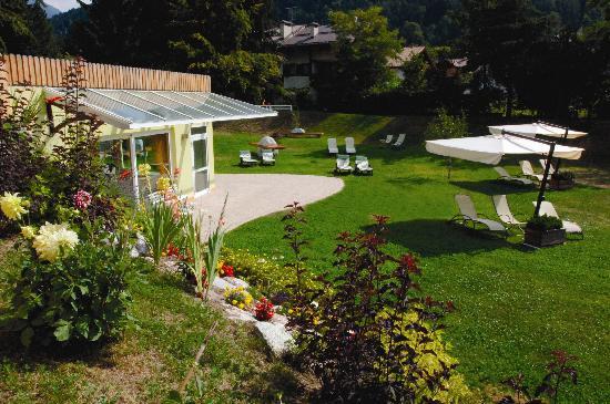Centro Pineta Family Hotel & Wellness: parco/giardino hotel centro pineta