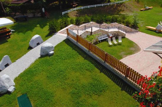 Centro Pineta Family Hotel & Wellness: particolare giardino visto dall'alto