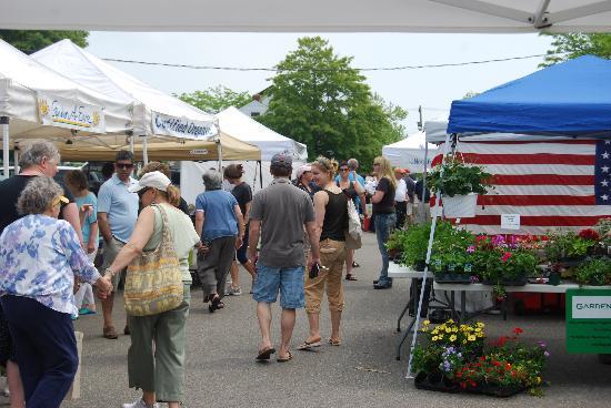 Greenport Farmers' Market, Inc. : Community Chatting