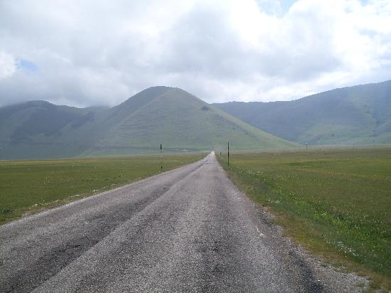 Piana di Castelluccio di Norcia (Hochebene von Castelluccio): La nostra route 66