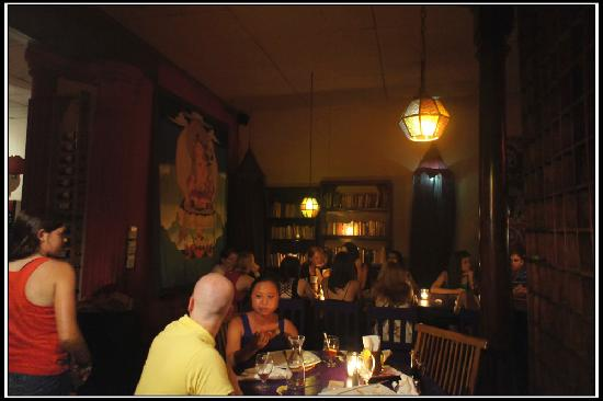 Soft and warm lighting, unreal atmosphere - Picture of El Tercer Ojo