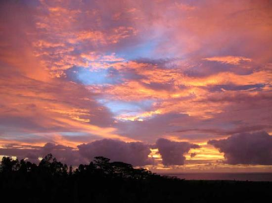 Plumeria Hill Bed & Breakfast: Spectacular Sunrise at Plumeria Hill B & B