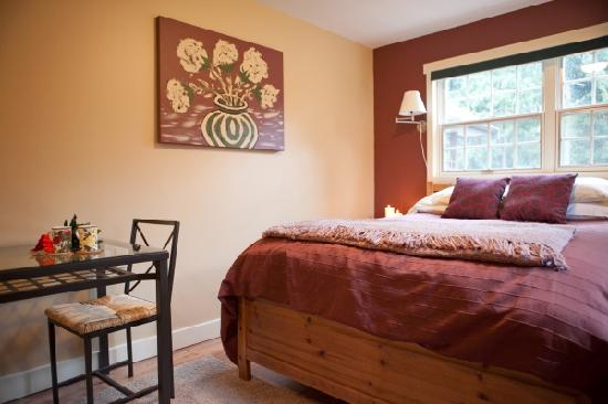 South Garden Bed and Breakfast: Harrison Roses Suite