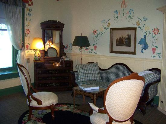 Adelphi Hotel: Small Queen Suite sitting room
