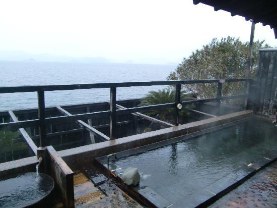 i+Land nagasaki: 10人くらいの露天風呂