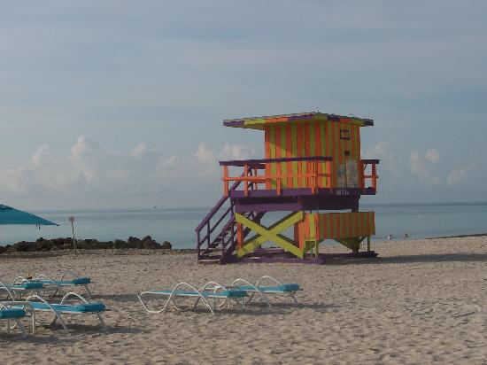 Hotel Riu Plaza Miami Beach: colorful lifeguard shack