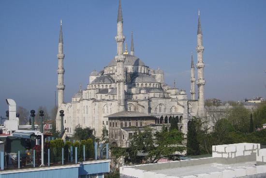 Cosmopolitan Park Hotel: Blue Mosque from Breakfast room