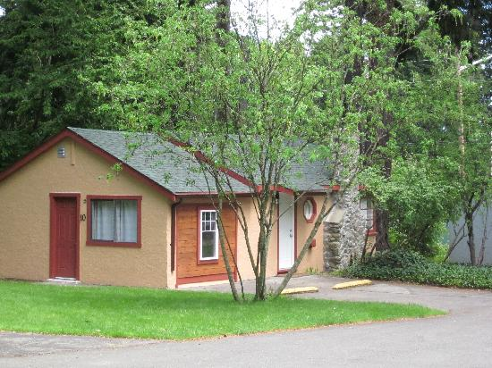 Malahat Bungalows Motel: cozy and family friendly!