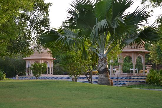 The Oberoi Rajvilas: Superb Grounds