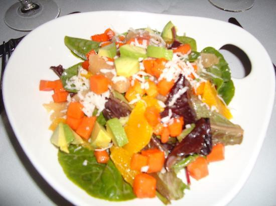 Copamarina Beach Resort & Spa, BW Premier Collection: Spinach salad with avocado & fruits