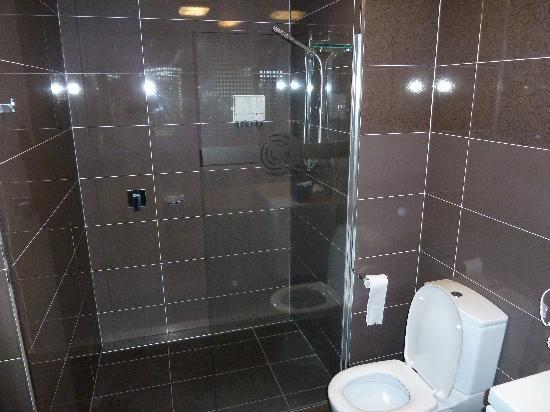 City Golf Club Motel: Shower