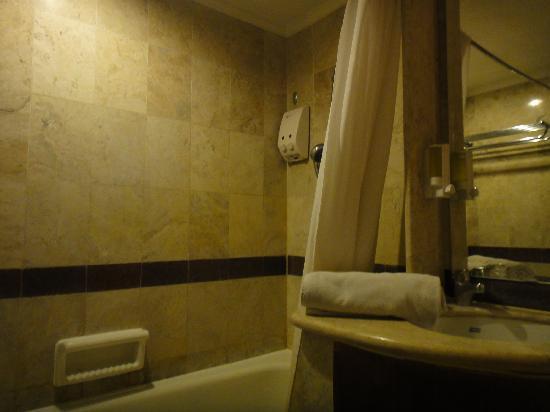 Club Bali Family Suites at Legian Beach : Bathroom