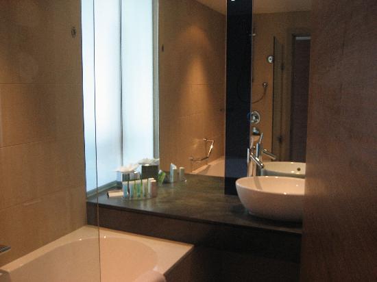 Hilton Manchester Deansgate Bathroom