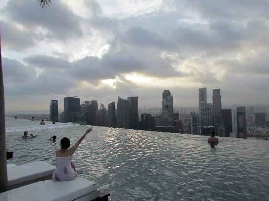 Sky Pool amazing sky pool - picture of marina bay sands, singapore