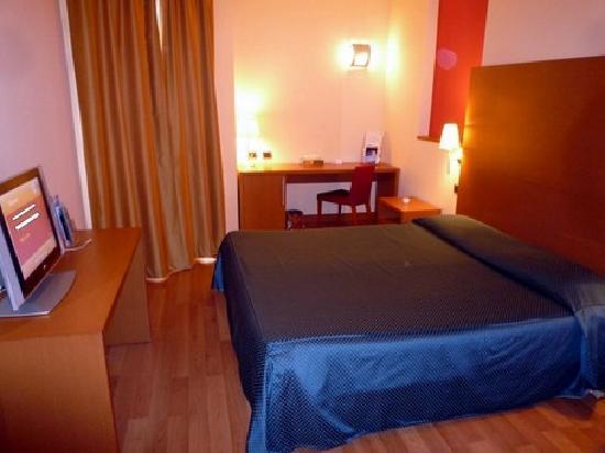 Luna Hotel Motel Airport: chambre