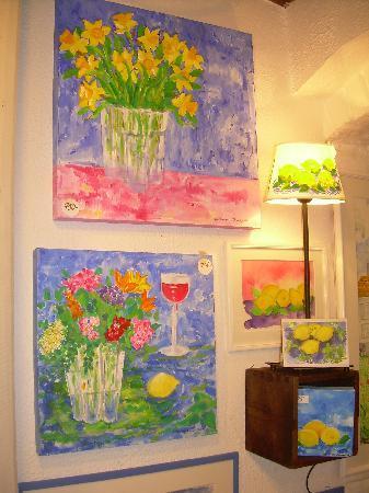 Scandic Gamla Stan: Tiendas llenas de arte